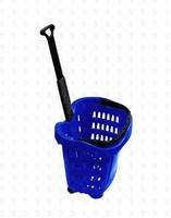 Покупательская пластиковая корзина на колесах, с выдвижной ручкой (43л) син.